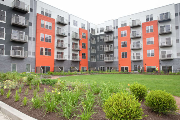 Bakery Living Courtyard, apartments in Pittsburgh, Pennsylvania