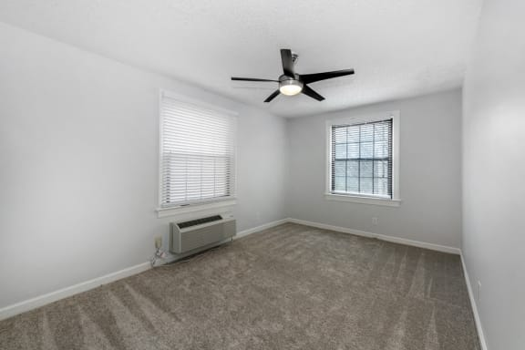 relaxing bedroom with ceiling fan at Connecticut Plaza Apartments, 2901 Connecticut Ave NW, Washington, DC, 20008