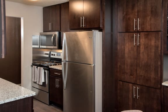 Fully Equipped Kitchen at Aspenwoods Apartments, Minnesota, 55123