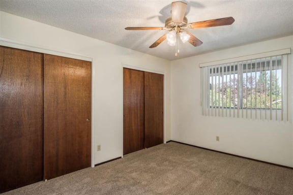 Bay windows at Scottsmen Too Apartments, Clovis, California