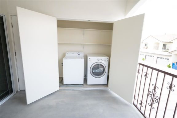 Onsite Laundry Room at Dominion Courtyard Villas, California, 93720