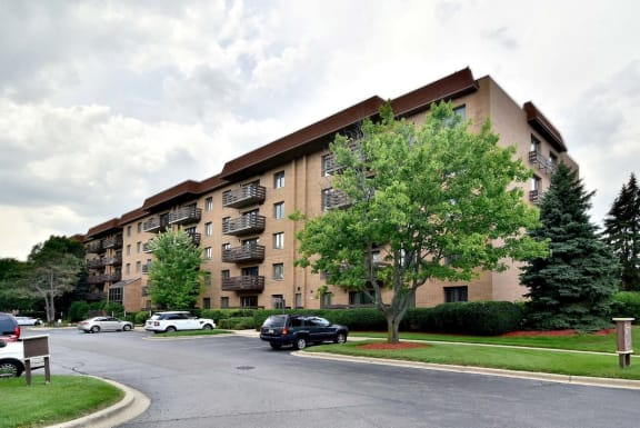 Mid-rise Building with Elevators at Valley Lo Towers, Glenview, IL