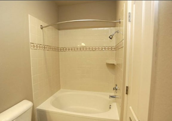 Large Soaking Tub In Bathroom at The Preserve at Rock Springs, Rock Springs, Wyoming