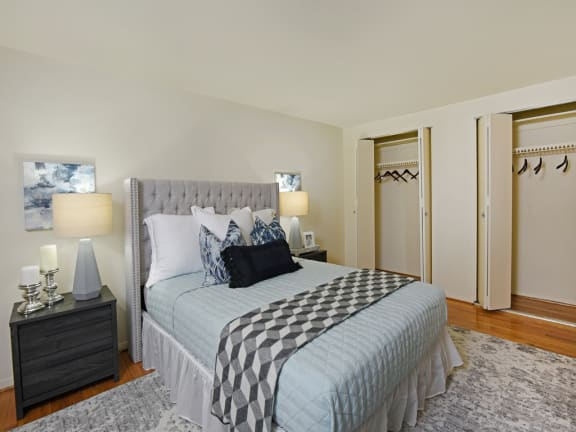 Hyde Park has huge bedrooms with matching large closets