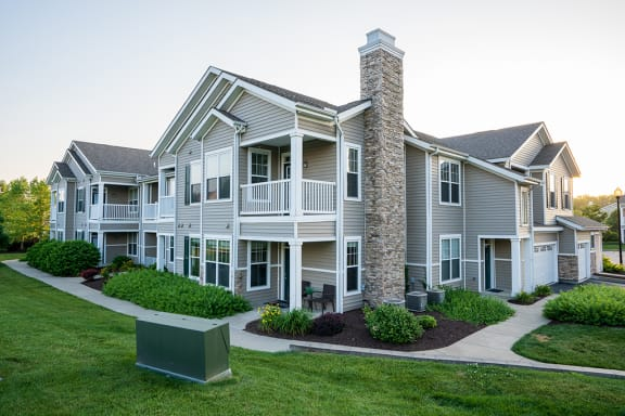 Parkway Lakeside Apartment Homes with Private Patios and Balconies