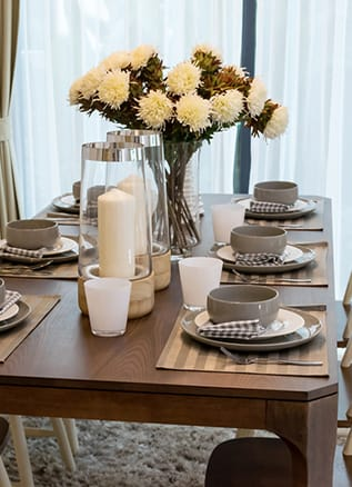 Set kitchen table with white and brown flowers