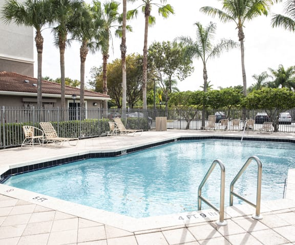 outdoor pool and pool area_Lakeside Commons Apartments West Palm Beach, FL