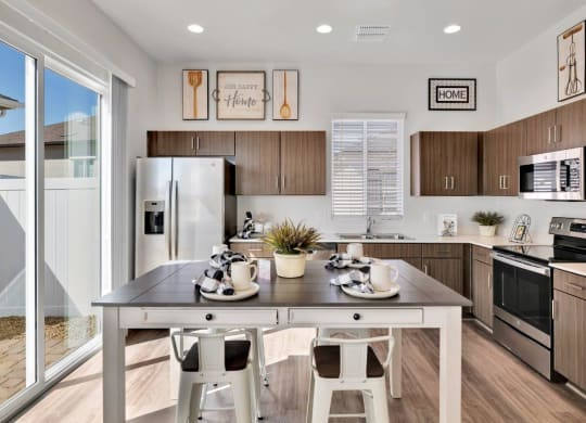 Fully Equipped Eat In Kitchen at Parke Place Apartments, Arizona, 86314