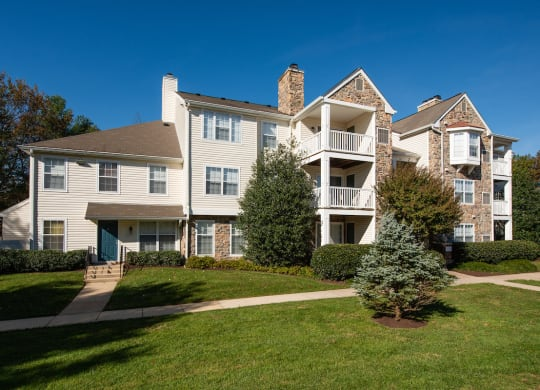 Exterior View of Property with Architectural Details at Saratoga Square, Virginia