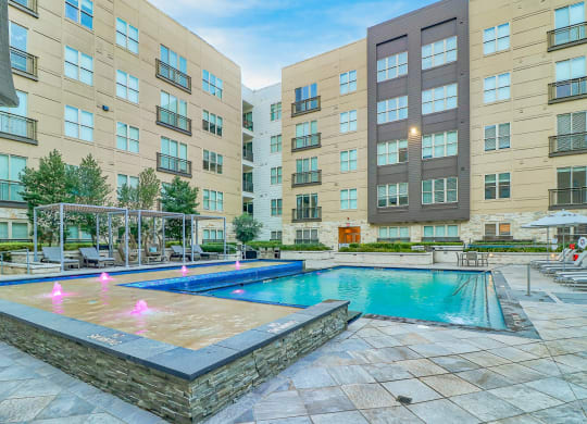 Windsor South Lamar boasts expansive amenity spaces, both indoors and outdoors