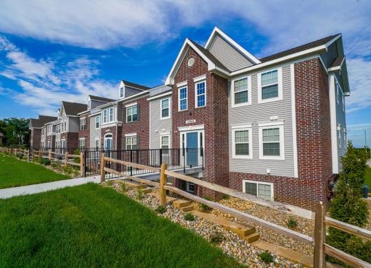 Professionally Landscaped Grounds at Andover Pointe Apartment Homes, La Vista, NE