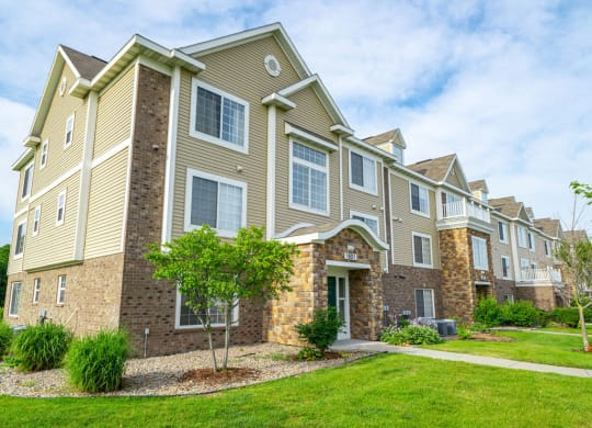 Exquisite Exterior Designs at Colonial Pointe at Fairview Apartments, Nebraska, 68123