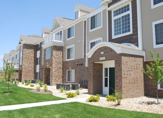 Manicured Lawns at Hunters Pond Apartment Homes, Illinois
