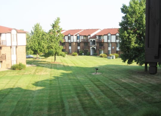 Expansive Courtyard with Open Lawns at Old Monterey Apartments, Springfield, Missouri