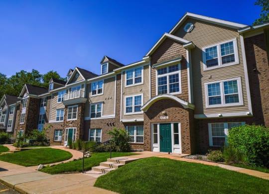 Building Exterior at Tall Oaks Apartment Homes, Kalamazoo, MI, 49009
