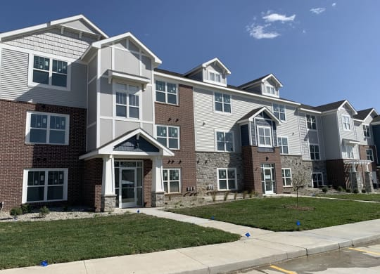 Building Exterior at Trade Winds Apartment Homes in Elkhorn, NE 68022
