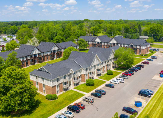Well Maintained Buildings at Waverly Park Apartments, Lansing