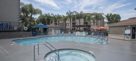 Hot Tub And Swimming Pool at Bella Vista at Elk Grove Apartments, Elk Grove