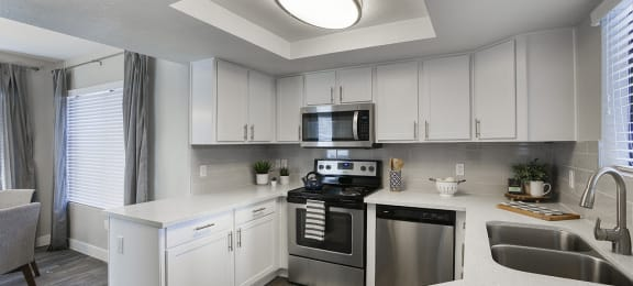 Fully Equipped Kitchen With Modern Appliances at Sonoran Apartment Homes, Arizona, 85044