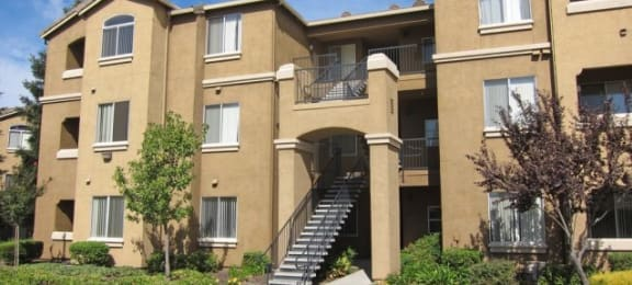 Apartments in Roseville, CA - Pinnacle at Galleria