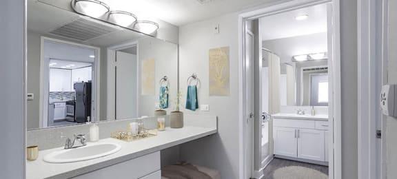 1X1 Bathroom   Monarch Apartments in Reseda, CA 91335