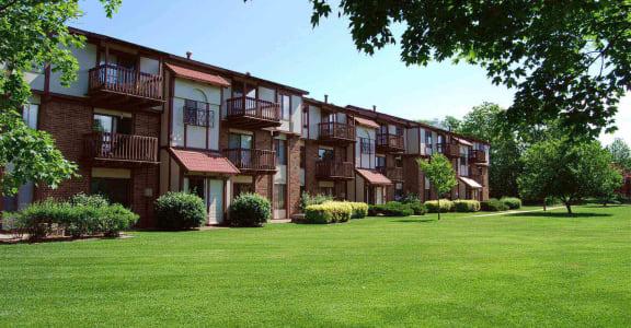 Park Like Setting at Madeira Apartments, Kalamazoo, Michigan, 49001