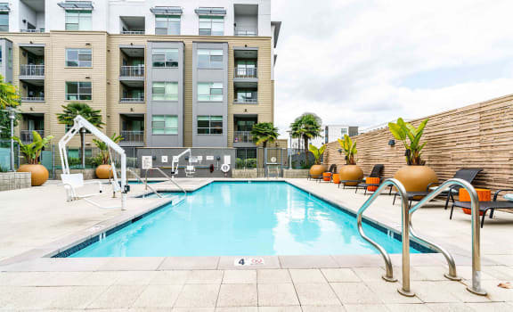 Franklin 299 Apartments - resort style pool