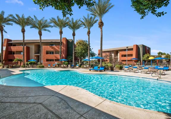 Swimming pool at Saratoga Ridge apartments