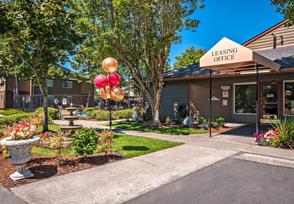 Hunt Club Clubhouse Exterior Entry With Balloons & Fountain