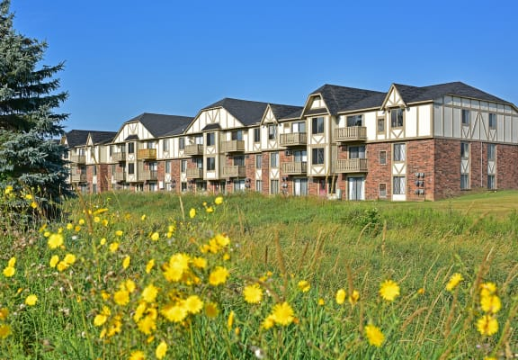 Lush Green Outdoor Spaces at Perry Place Apartments, Michigan