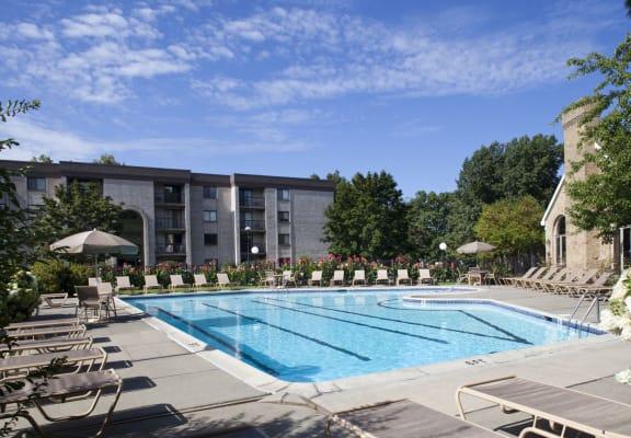 Swimming Pool Shrewsbury Commons Apartments