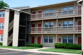 Exterior of an Apartment Building at The Retreat of Shawnee