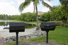 Community with grilling area | Ashlar Apartments