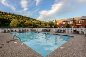 Refreshing Pool With Large Sundeck And Wi-Fi  Cliffside