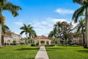 Professionally maintained grounds | Floresta