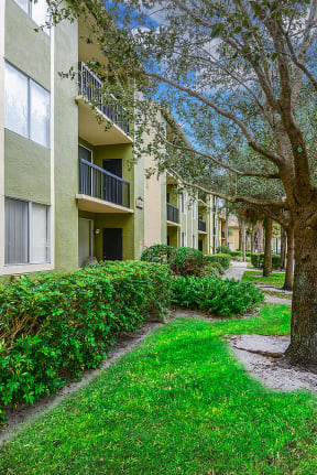Professionally maintained grounds | Cypress Shores