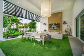 10X Ft. Lauderdale Outdoor