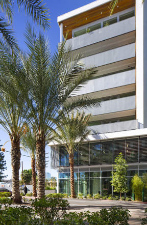 The Q Variel - Luxury Apartments in Woodland Hills