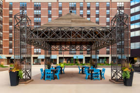 Mears Park Place Apartments in St. Paul, MN Outdoor Courtyard