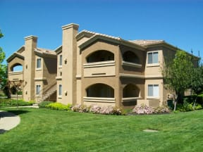 Exterior Building with grass l Vineyard Gate Apartments in Roseville CA