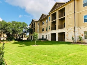 exterior view of apartment building in round rock texas