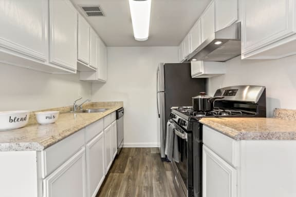 Fully Equipped Kitchen With Modern Appliances at The Fields of Alexandria, Alexandria, VA, 22304