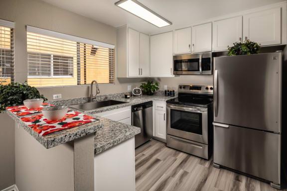 Kitchen Alt Corte Bella, Fountain Valley, 92708