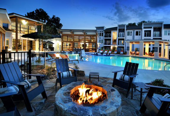 Poolside Lounge And Fire Pit at The Ellis, Savannah, GA