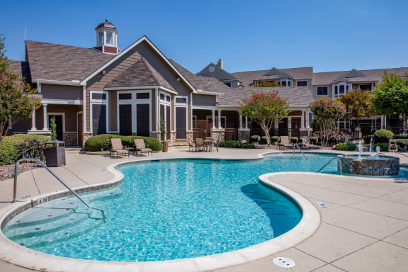 Beautiful resort-style pool in Fort Worth, TX located at The Legends at Eagle Mountain Lake