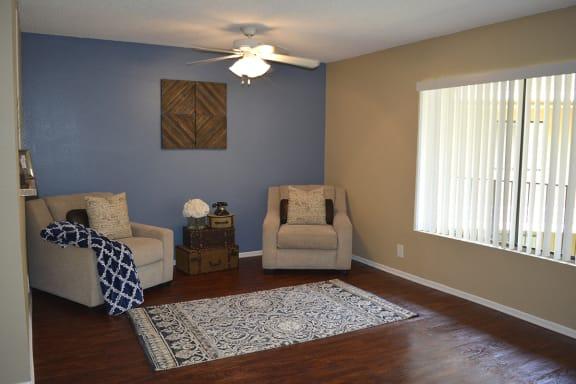 Woodman Lassen Apartments living room