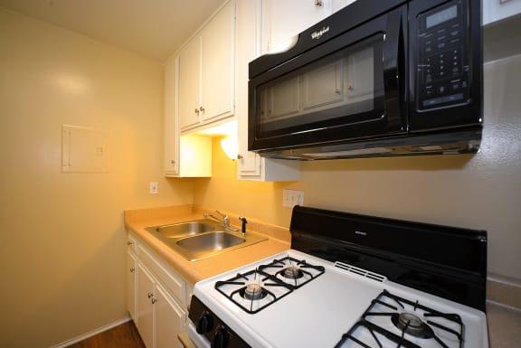 Ponderosa Apartments kitchen stove