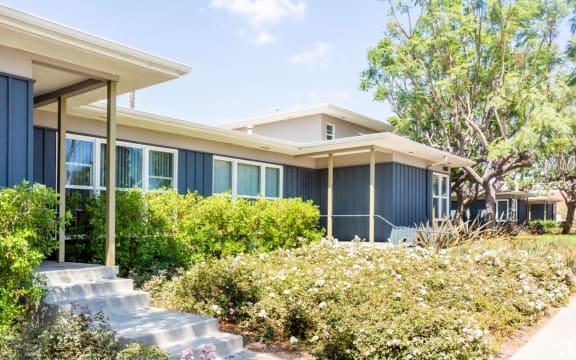 Hollypark Knowls Apartments California