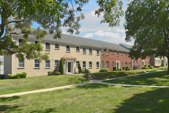Renovated Apartment Homes Available at Mount Ridge Apartments, Baltimore, MD,21228