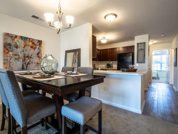 Dining Area at Killian Lakes Apartments and Townhomes, South Carolina, 29203